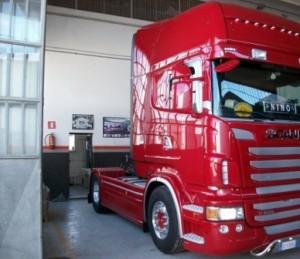 Verniciare ricambi di carrozzeria di veicoli industriali for Costi carrozziere