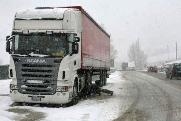 obbligo catene da neve per camion la direttiva rivolta